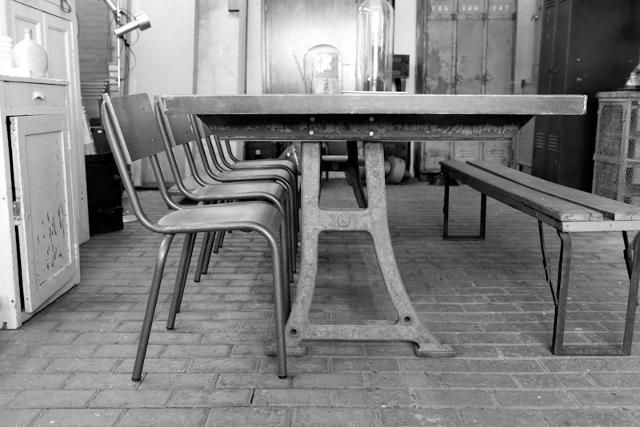 Eetkamer Tafel Hout : Grote industriele eetkamer tafel stamtafel met ...