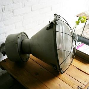 Industriele hanglamp met bol glas Hal 72 Stoere industriele meubels lampen en woonaccessoires