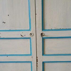 Brocante grote Franse kast wit met blauw Hal 72 stoer industrieel wonen meubels lampen en woonaccessoires 2